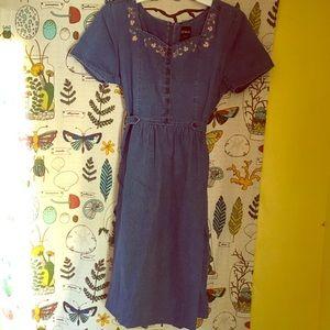 🌸 Vintage Denim Embroidered Dress SIZE M